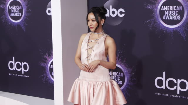 constance wu at the 2019 american music awards at microsoft theater on november 24 2019 in los angeles california - アメリカン・ミュージック・アワード点の映像素材/bロール