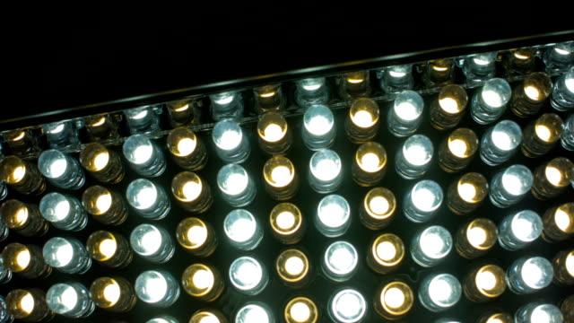 led dauerlicht für video und fotografie schießen - led leuchtmittel stock-videos und b-roll-filmmaterial