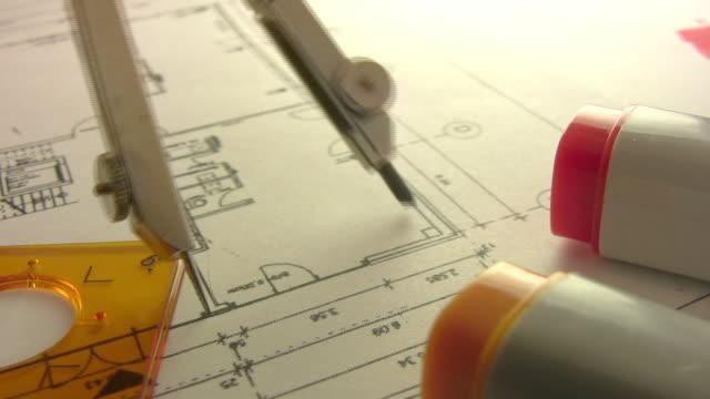 vídeos de stock, filmes e b-roll de construção e técnicas de desenho - compasso