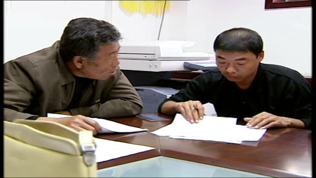 vídeos de stock, filmes e b-roll de construction boom in beijing as china prepares for 2008 olympic games beijing legal aid office for migrant workers int general view of group of legal... - migrant worker