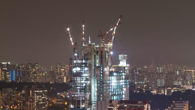 4 K TL: 市で建築。
