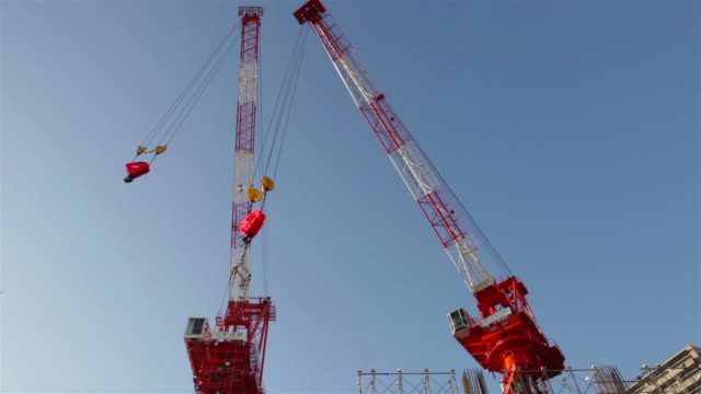 construction cranes in ota-ku, tokyo, japan - crane construction machinery stock videos & royalty-free footage