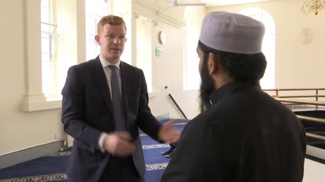 construction firm bans beards over health and safety brick lane mosque various of reporter talking to imam yasin ahmed imam yasin ahmed interview sot... - health and safety点の映像素材/bロール