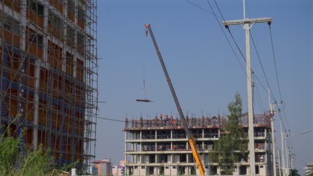進行中の建設