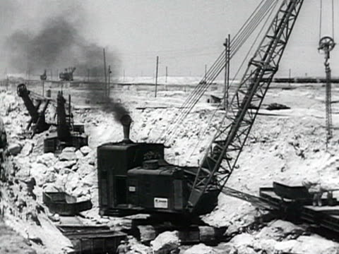 construction of canal from danube to black ocean audio / romania - anno 1952 video stock e b–roll