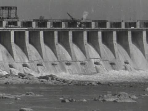 construction of dnieper hydroelectric station - wasserkraft stock-videos und b-roll-filmmaterial
