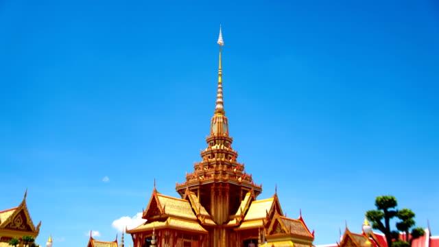 vídeos de stock, filmes e b-roll de a construção do edifício arte tailandesa. - decorative art