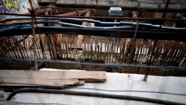 bauarbeiten an der u-bahn - griechenland stock-videos und b-roll-filmmaterial