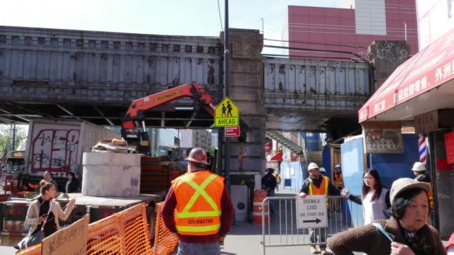 construction site at flushing - queens, new york - misure di sicurezza video stock e b–roll