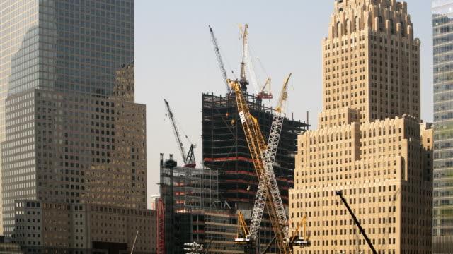 vidéos et rushes de construction site downtown - gratte ciel