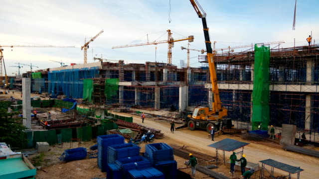 stockvideo's en b-roll-footage met construction site in city - bouwmachines