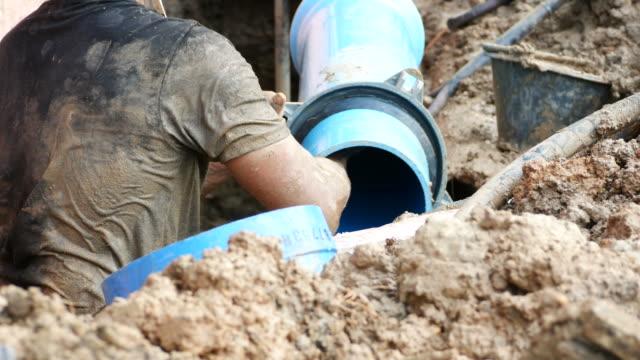 bouwplaats, grote ondergrondse waterleiding repareren