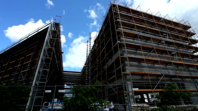 construction site / time lapse - baugewerbe stock videos & royalty-free footage