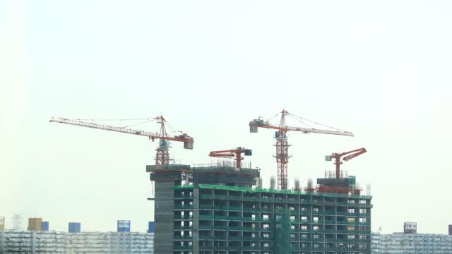 vídeos de stock, filmes e b-roll de construção site - equipamento de construção