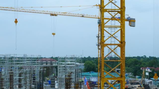 vídeos de stock, filmes e b-roll de construção site - pedra material de construção