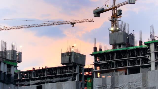 Cantiere di costruzione con gru e costruzione di twilight, Time lapse