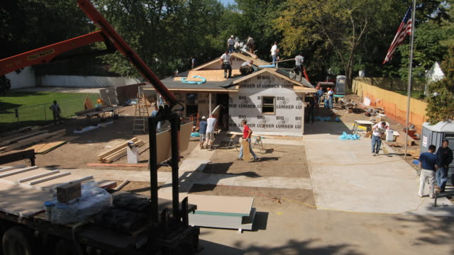 t/l ws construction team building suburban ranch-style house/ kalamazoo, michigan - ranch house stock videos & royalty-free footage