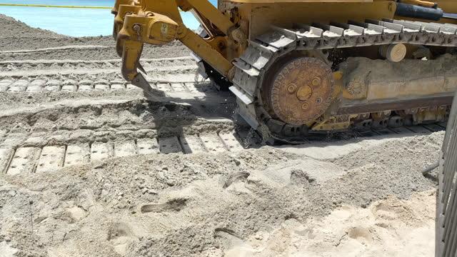 stockvideo's en b-roll-footage met construction to widen beach with sand due to global warming sea level rise erosion in waikiki, honolulu, oahu, hawaii. - slow motion - geërodeerd