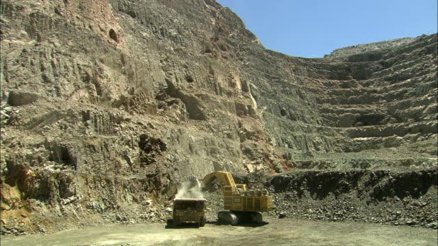 ws ha construction vehicles at work in gold mine, kalgoorlie, western australia, australia - gold mine stock videos and b-roll footage