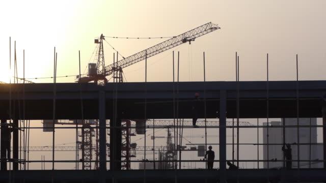 vídeos de stock, filmes e b-roll de de construção - estrutura construída