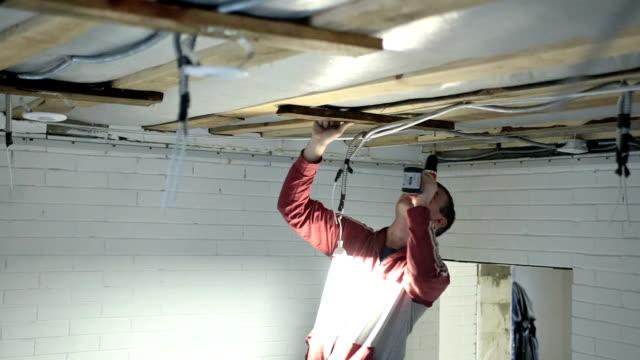 vidéos et rushes de travaux de construction - installer