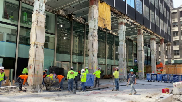 construction work continues as new york city begins the first phase of reopening businesses shutdown during the covid19 pandemic new york city new... - construction worker stock videos & royalty-free footage