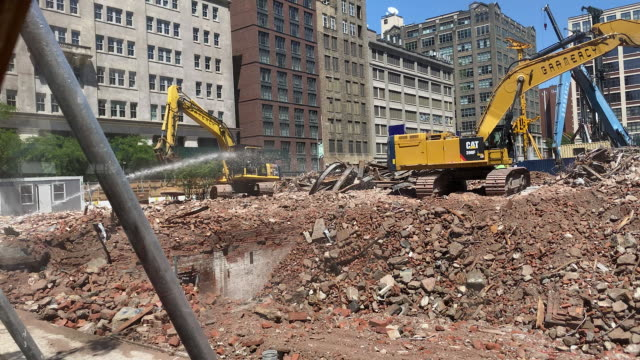construction work continues as new york city begins the first phase of reopening businesses shutdown during the covid19 pandemic new york city new... - welding stock videos & royalty-free footage