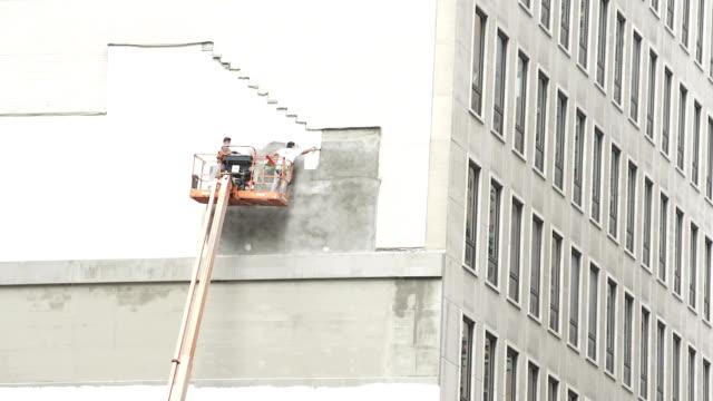 vidéos et rushes de construction work in new york city - plan large