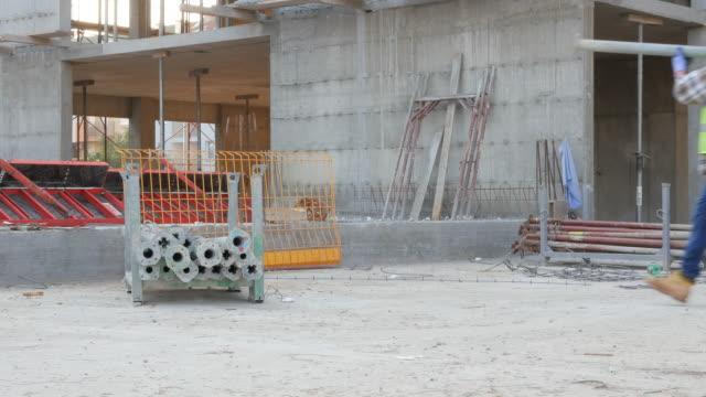 Operaio edile sul sito di costruzione