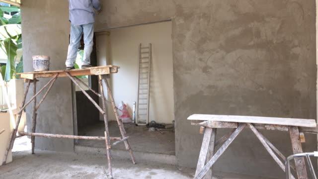 bouw werknemer gips cement muur