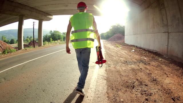 建設作業員、メガ - 土木技師点の映像素材/bロール