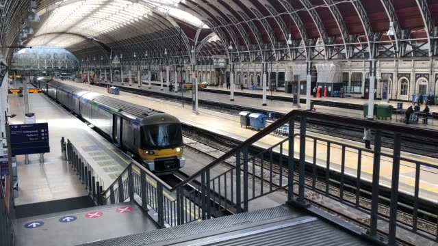 construction workers are the only people around the usually bustling paddington station in central london on the first day since boris johnson... - ロックダウン点の映像素材/bロール