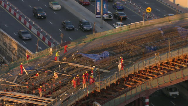 ws ha construction workers building elevated road over sheik zayed road, dubai, united arab emirates - road construction stock videos and b-roll footage
