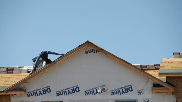 construction workers frame a house in park city, utah, u.s., on friday, august 14, 2020. - park city stock videos & royalty-free footage