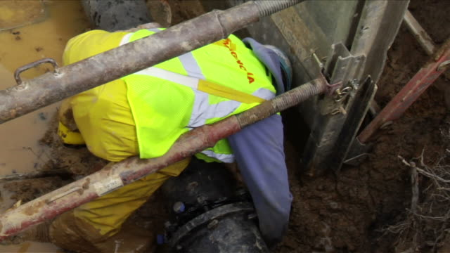 construction workers lay water pipe underground on april 30 2012 in washington dc - stereotypically working class stock videos and b-roll footage