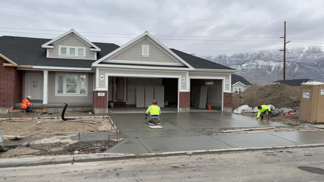 construction workers laying concrete slab on driveway in lehi, utah, u.s., on wednesday, december 16, 2020. - lehi stock videos & royalty-free footage