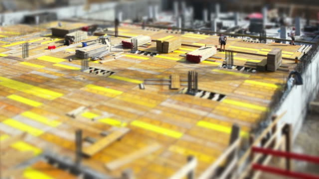 hd construction workers on site (tilt shift & time lapse) - baugewerbe stock videos & royalty-free footage