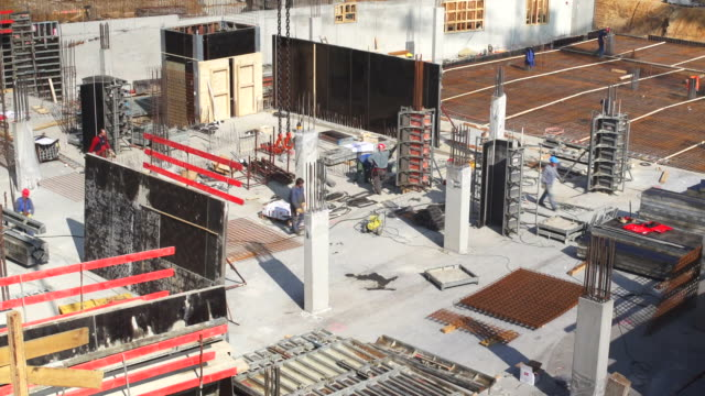 hd construction workers on site (time lapse) - baugewerbe stock videos & royalty-free footage