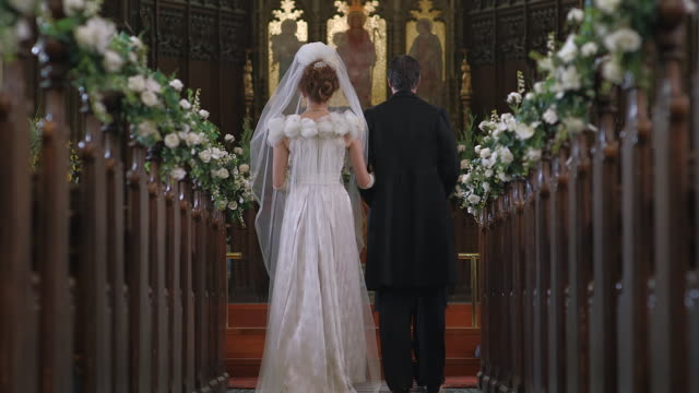 stockvideo's en b-roll-footage met  ms la r/f consuelo vanderbilt walking down isle of church to meet duke of marlborough / edinburgh, united kingdom - altaar