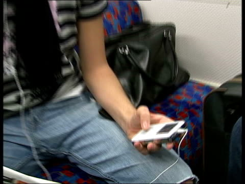 consumer complaints about new ipod nano england london int music overlaid over following sequence gvs men using ipods on tube train man towards along... - mp3プレイヤー点の映像素材/bロール