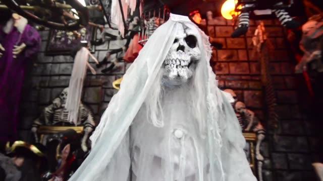 vídeos y material grabado en eventos de stock de consumers crowd the costume shops in sao paulo brazil on october 28 2016 - vestido tradicional