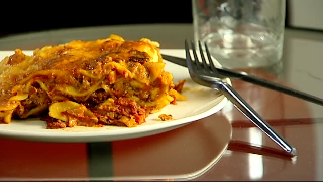 consumers views on horsemeat scandal t08021333 / tx various shots lasagne on a plate with knife and fork - 馬肉点の映像素材/bロール