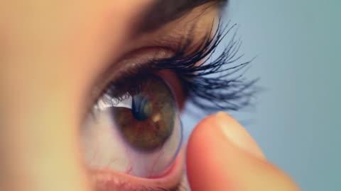 stockvideo's en b-roll-footage met contact lens macro - lens oogbol