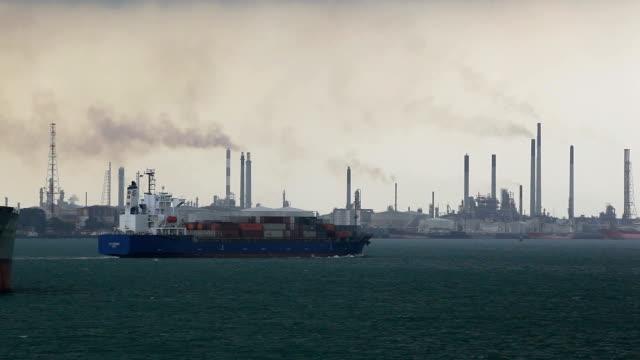 vídeos y material grabado en eventos de stock de contenedor de carga - buque de carga