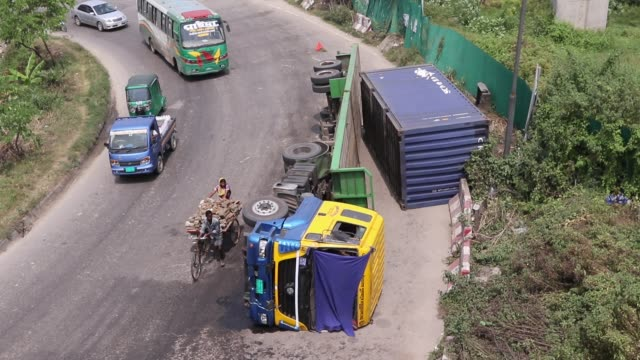 a container carrier tipped over while making a turn underneath the kuril flyover in dhaka september 15 2018 - gratuity stock videos & royalty-free footage