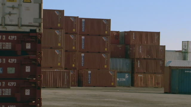 stockvideo's en b-roll-footage met ws container handler carrying cargo containers in container yard/ sydney, australia - middelgrote groep dingen