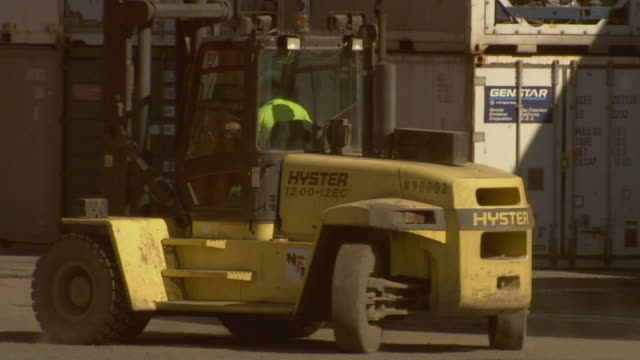 stockvideo's en b-roll-footage met ms container handler reversing and driving away after unloading shipping containers in yard/ second container handler driving past/ sydney, australia - middelgrote groep dingen