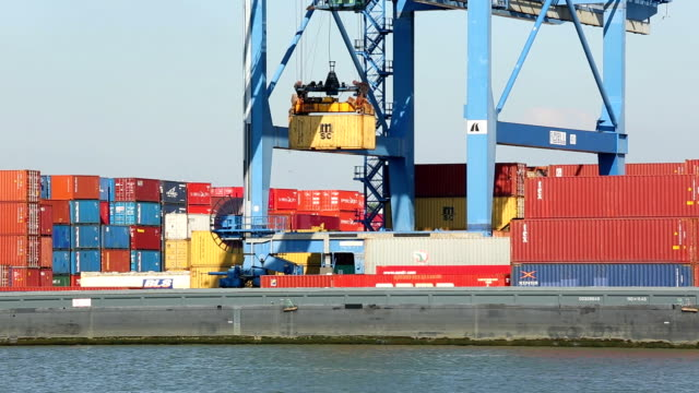 stockvideo's en b-roll-footage met container harbor - haven