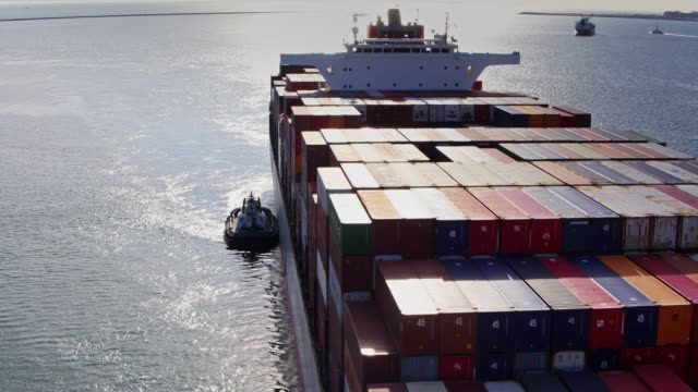 stockvideo's en b-roll-footage met containerschip aankomst - luchtfoto - nautical vessel