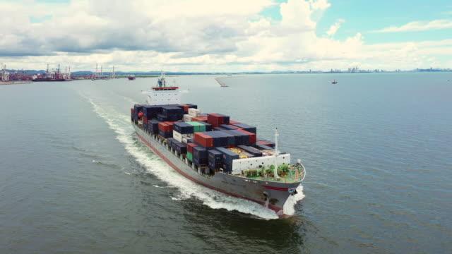 vídeos y material grabado en eventos de stock de barco portacontenedores en el mar - estrecho de bósforo